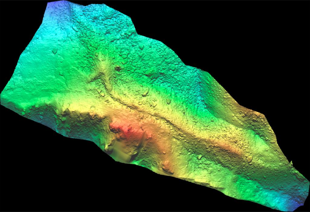 Figure 2 - Orthophoto - Mur (dit) d'Hannibal - modèle numérique de terrain avec colorisation de l'altimétrie ( bleu = minimale, rouge = maximale )