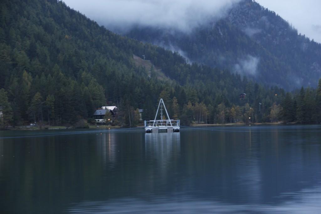 Plateforme de forage de l'université de Berne sur le Lac de Champex.