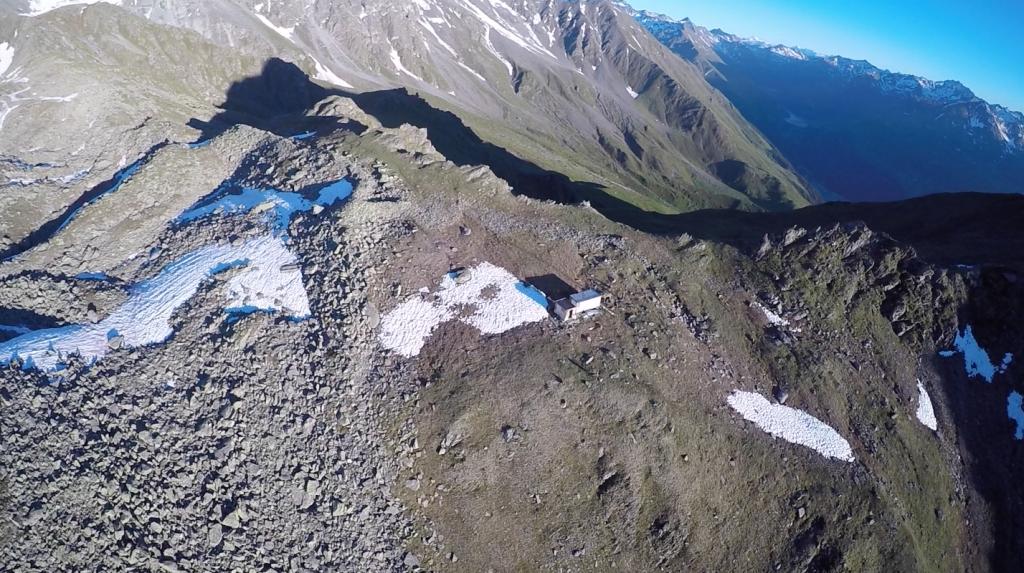 Vue drone du site archéologique et de la base de recherches RAMHA du Mur (dit) d'Hannibal (RAMHA, juillet 2016).