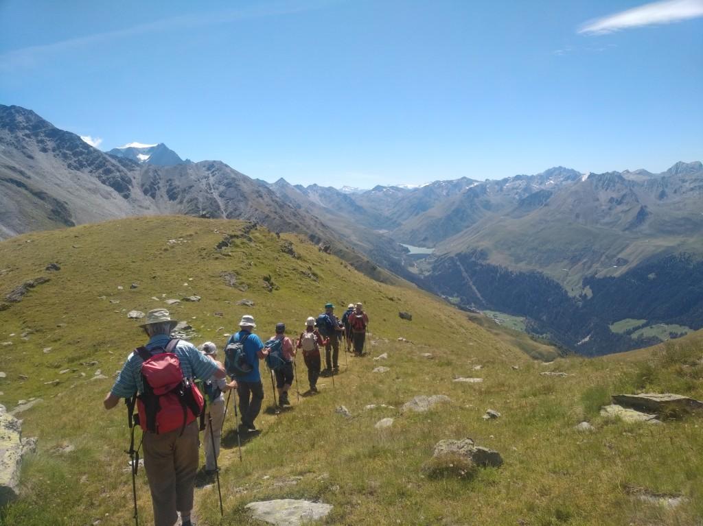 Après la visite du site, la découverte de la région se poursuit en mettant le cap sur l'alpage de Boveire (© RAMHA 2020).
